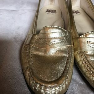 SAS gold metallic shimmer loafers✨